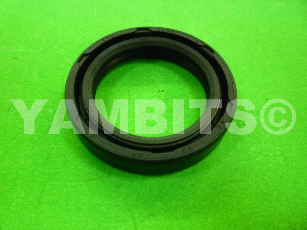 DT200 40R Crank Oil Seal R/H